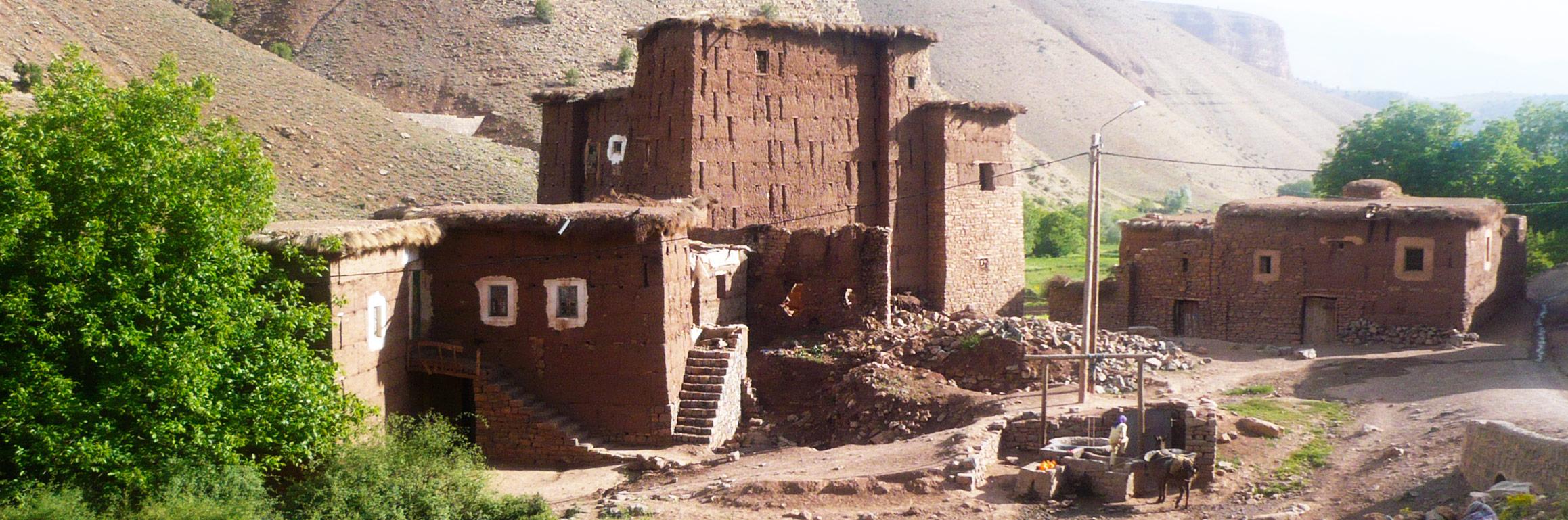 poble de quatre cases situat a l'Atlas, Marroc